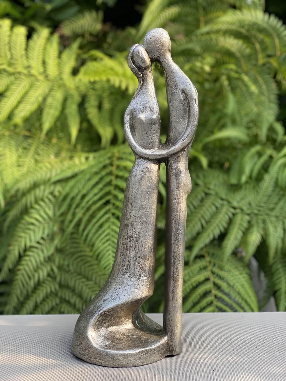 Kunstenaars urn Space Between Our Love van Geert Kunen